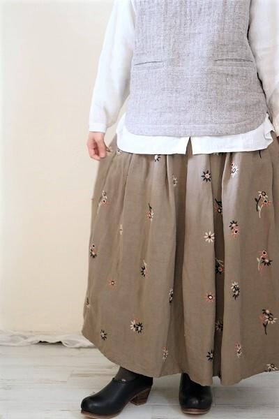 画像1: tumugu ビスコースリネンフラワー刺繍スカート